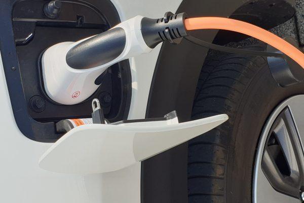 Adler PEV Plug In Hybrid Kia Niro Firmenfahrzeug Blechbearbeitung
